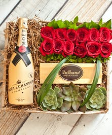 12 Roses & Moet Chandon Champagne Gift Box
